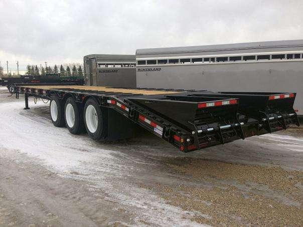 Behnke Heavy Equipment Trailer rear quarter