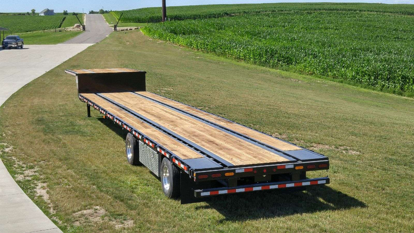 Behnke Step Deck Semi Trailer (rear)